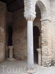 Архитектура базилики - сочетание византийского и европейского стилей.
