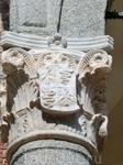 Еще немного геральдики - все тот же змей и орел - символ власти. Есть еще одна версия изображения змея на гербе. Это змей, из пасти которого появляется ...
