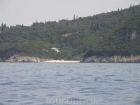 Rovinia beach(вид с Палеокастрицы)