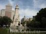 Памятник Мигелю Сервантесу де Сааведра. Памятник привезен из Ла Манчи. Создан в 20-х гг. скульптором Валерой. Здание за памятником - башня Испании высотой ...