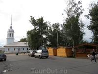 церковь Александра Невского. расположена в самом центре рядом с Кремлем