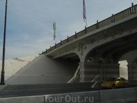 Мосты там тоже все красивые, с художественными изысками