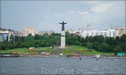 залив памятник Матери-покравительнице