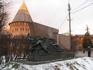 Стела, посвященная освобождению Смоленска в 1943 году. На заднем плане - башня Орел и закат.