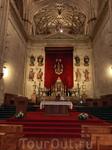 Капеллы собора хранят множество произведений искусства. Все они разные, каждая красива по-своему.