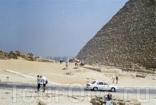 У подножия пирамиды Хеопса