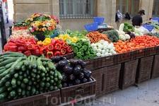 По утрам на площади Ришельм работает рынок