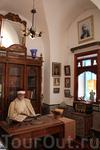 Интерьеры дома, дочь владельца этого дома сделала из него музей, теперь туристы могут не только гулять по скромным узким улочкам Сиди бу Саида, но и увидеть ...