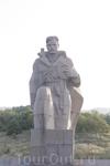 В Новороссийске при выезде (въезде) тот же памятник морякам