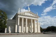 Церковь и монастырь бернардинцев.