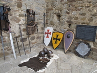 доспехи , щиты , мечи