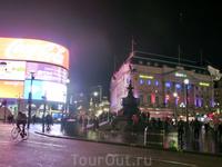 Снова площадь Пикадилли. Светящиеся огромные рекламные панно тоже одна из ее достопримечательностей.