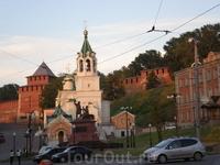 Нижегородский кремль, церковь Рождества Иоанна Предтечи и памятник Минину и Пожарскому.