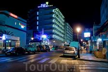 Отель Мар Блау в Калелье ночью