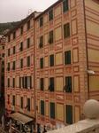 меня восхитило умение итальянцев совмещать  стремление  красоте и экономию: вся лепнина нарисована.