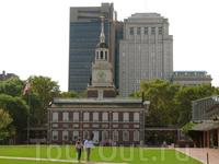 Индепенденс-Холл - историческое место! 4 июля 1776 года (День независимости) здесь была принята Декларация независимости. В 1781 году в этом здании были ...