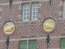 Золотые  лебеди  на доме,который  раньше  был  пивоваренным  заводом.
