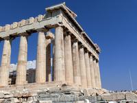 Эрехтейон, расположенный на Акрополе, немного севернее Парфенона, был для населения Афин священным местом, в котором находилась огромная статуя покровительницы ...