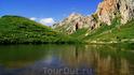 Названия у озера нет,да и образовалось оно наверное в результате таяния большого снежника. Озеро находится на высоте 1910 м.над ур.моря