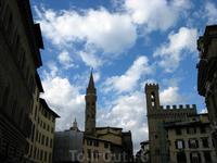 Небо Флоренции. Вид на Дворец Синьории (справа)
