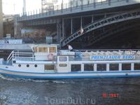 """туристический пароходик на Шпрее. Меня удивило, что, оказывается, Берлин соревнуется с нами за название """"Северная Венеция"""", аргументируя это тем, что у ..."""