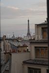 вид из окна отеля в Париже....