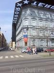 Музей Террора - мимо не пройдёшь и не проедешь) Это и о фашистском терроре и о сталинском.