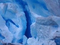 Цвет ледника насыщенный голубовато-синий, словами не передать, очень красиво. Особенно если погода ясная, без облаков – тогда ледник сияет в лучах солнца и переливается синим цветом, словно гигантский