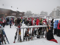 в первый день был снегопад и стояли 2 часа на первый подъемник