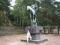 конная статуя героя шведского эпоса Фольке Фильбютера в момент, когда он переходит реку в поисках внука, и его конь спотыкается