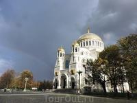 Несколько раз день мне довелось увидеть радугу... здесь она особенно красивая, на фоне собора.