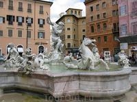 Фонтан «Нептун» на площади  Навона - одной из самых знаменитых площадей барочного Рима.