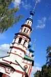 Колокольня Корсунской церкви с открытыми арками воздушна и легка.