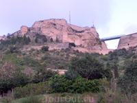 Еще один большой городской парк, La Ereta, раскинулся у подножья горы Бенакантиль, на которой возвышается красивейшая крепость Санта-Барбара (о ней я писала ...