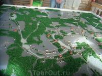 Общий вид местности: правее вверху - Вырица, левее вверху - Голубые (Чикинские карьеры) озера, Внизу - Батово, правее - Орлинское озеро, Дружная Горка ...