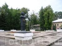 Памятник летчику-космонавту А.Беляеву