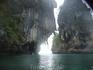 плывем между двумя островками около Рейли, напротив Пра Нанг