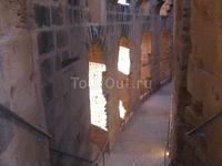 """Алилуя: в пустыне гостиница с кондишеном, пресная вода, источники и обед. А """"окна"""" напоминают творения Гауди в Барселоне. Диковинные."""