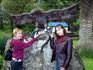 Скульптура у водопада