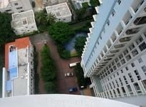 вид во двор с 21-го этажа - думали будет совсем страшно...