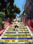 А это мы приехали в беднейший район Рио посмотреть на тамошнюю достопримечательность - Лестницу Селарона