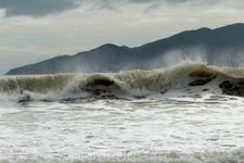 Вот такие были волны.... (пляж около отеля)