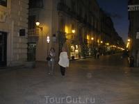 Вечерняя улица Трапани