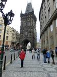 Вид на Пороховую башню с улицы Целетной. Эта улица ведет от Пороховой башни к Староместской площади. Целетна получила свое название не позже, чем в конце тринадцатого века. Древнейшая запись об улице,