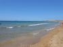 Пляж Иссос с золотистым мелким песком и холодной водой. Из всех пляжей которые мы посетили, здесь были самые сильные волны. Народу немного, линия пляжа ...