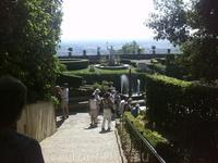 Впереди фонтан Рометта