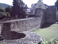 сохранившаяся стена монастыря