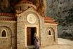 по дороге на пальмовый пляж Превели. Это храм был построен в честь окончания строительства автомобильной дороги