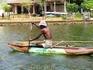 На таких лодочках местное население ловит рыбу.