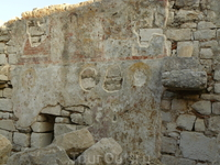 Замок Кастро. На развалинах еще можно рассмотреть средневековые фрески.